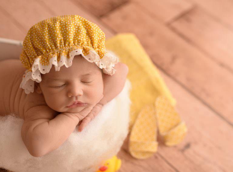 Fotos Recien Nacido Cubo Bañera Baño Amarillo Newborn Carmen Elepe Fotografia Murcia