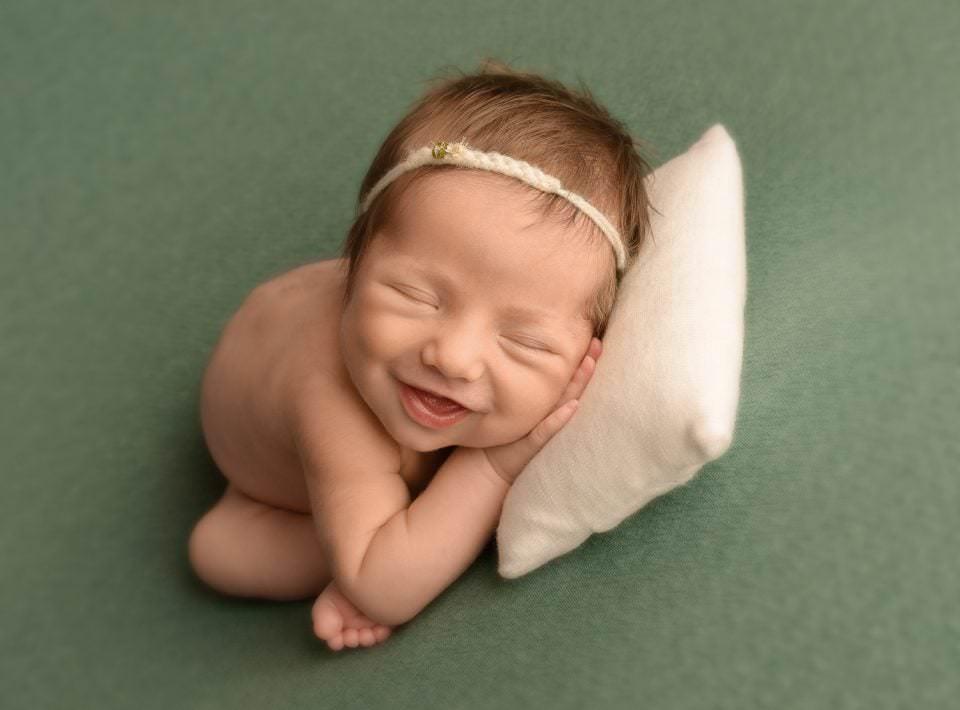 Sesion Newborn Murcia Carmen Elepe Fotografia Fotos Recien Nacido Bonitas Sonrisa Koala Cojin Verde Mint